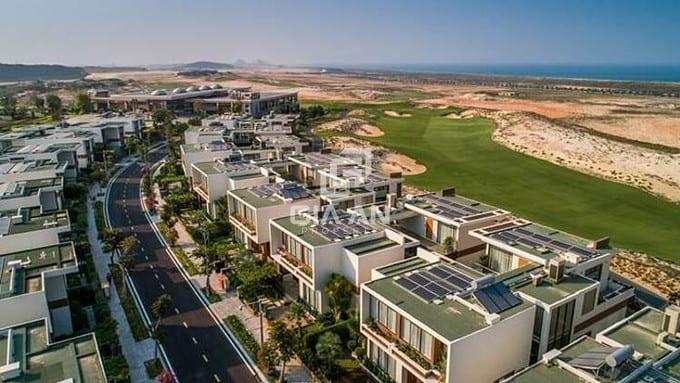 Nhà phố biển Para Grus ngay cạnh biệt thự triệu đô Wyndham Grand Cam Ranh & KN Golf Link quy mô 90 ha đã hoạt động.