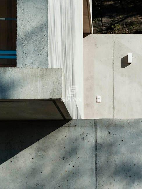 Tường & sàn phong cách hiện đại bởi GIAN SALIS ARCHITEKT Hiện đại