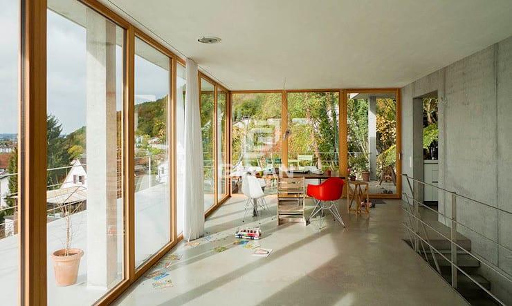 Phòng ăn phong cách hiện đại bởi GIAN SALIS ARCHITEKT Hiện đại