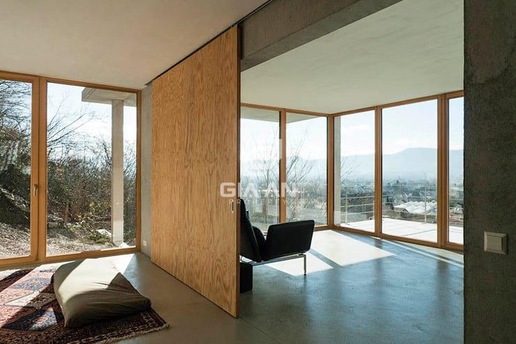 Cửa sổ & cửa ra vào phong cách hiện đại bởi GIAN SALIS ARCHITEKT Hiện đại